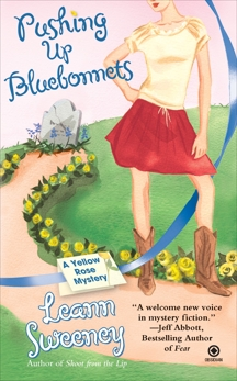 Pushing Up Bluebonnets: A Yellow Rose Mystery, Sweeney, Leann