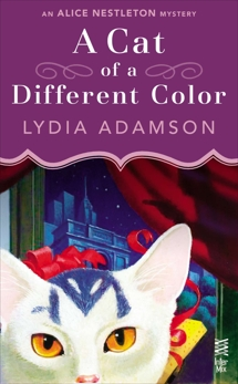 A Cat of a Different Color: An Alice Nestleton Mystery (InterMix), Adamson, Lydia